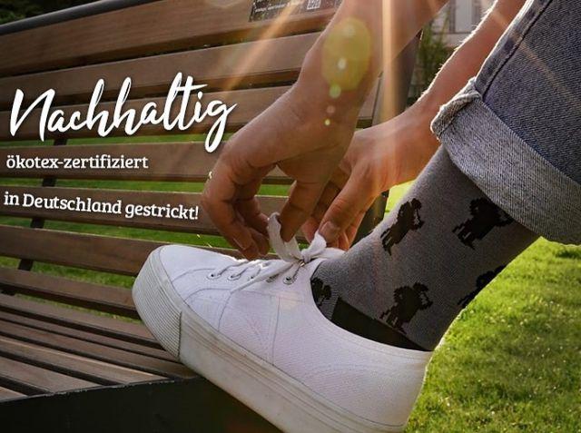 Kennt ihr bereits unser Projekt Leineweber Socken 🧦 ? Gemeinsam mit @bielefeld_places bringen wir  Sparrenburg und Co. auf eure Füße🦶 . Schaut 👀 mal im Shop rein, den Link ➡️ gibts in der Bio.